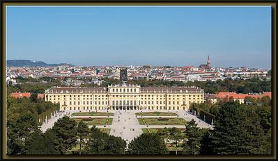 Schloss Schönbrunn, mit Pfarre Rudolfsheim im Hintergrund