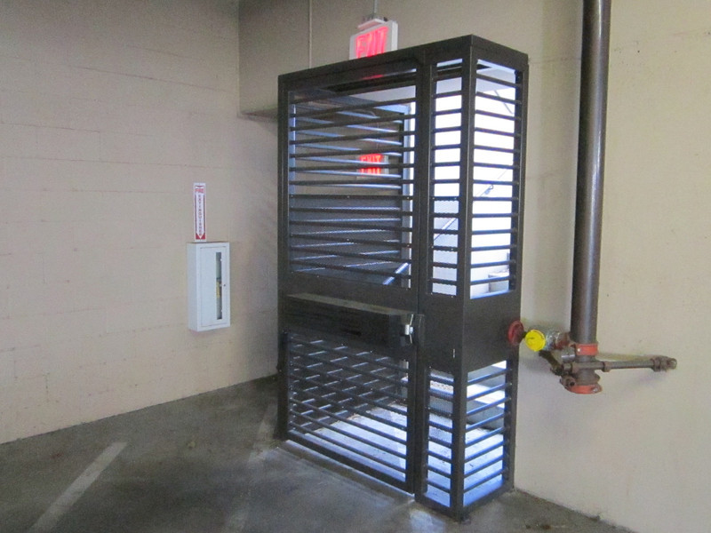Security fence in parking garage - Congress Medical Group