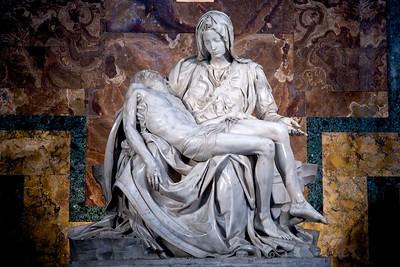 La Pieta de MichelAngelo , Rome