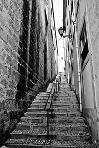 29 Narrow Staircase