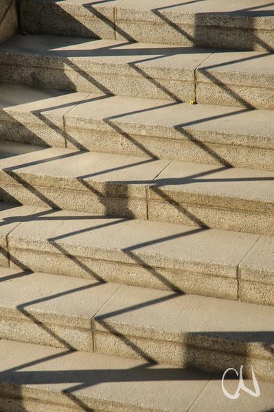 Treppe und Schatten des Treppengeländers