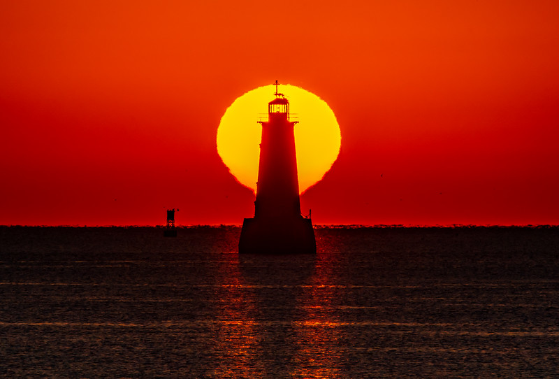 Sunrise Over The Great Beds Lighthouse 9/6/20