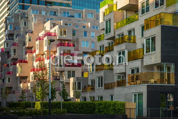 Woningen Amsterdam Zuidas met gekleurde balkons de Boelelaan Amsterdam Buitenveldert
