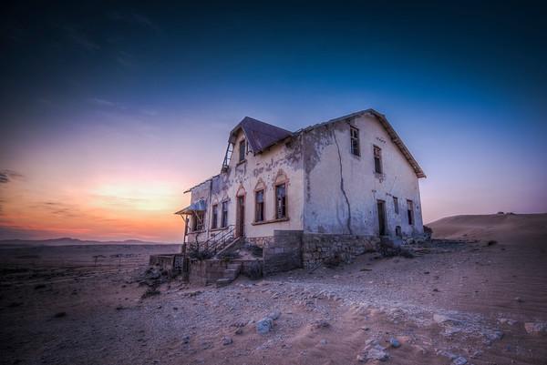 Sunrise in Kolmanskop