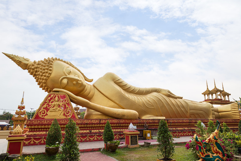 Big reclining Buddha in Vientiane