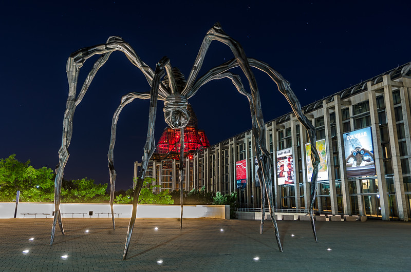 Maman (spider sculpture)