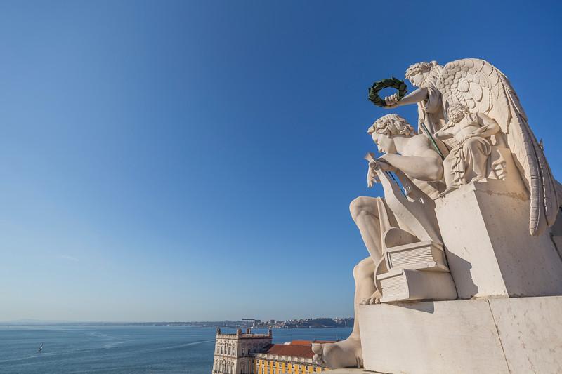 Closeup of statues at the Arco da Rua Augusta in Lisbon