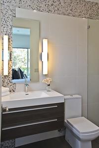 Modern Secondery Bathroom Design