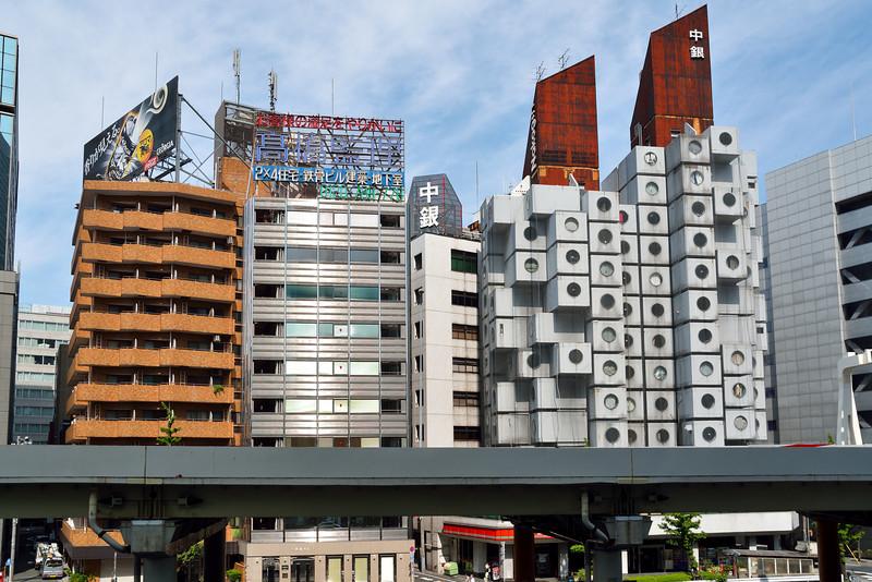 The Nakagin Capsule Tower (中銀カプセルタワ)