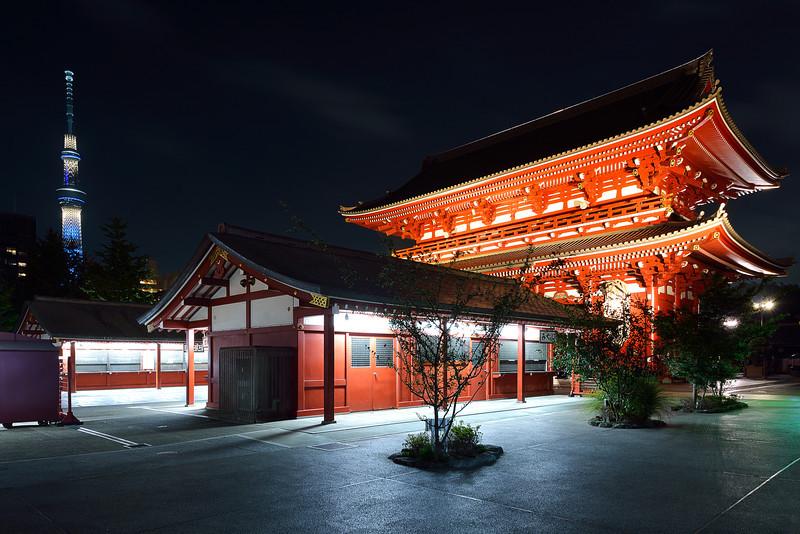 Sensoji Temple (浅草寺) Gate