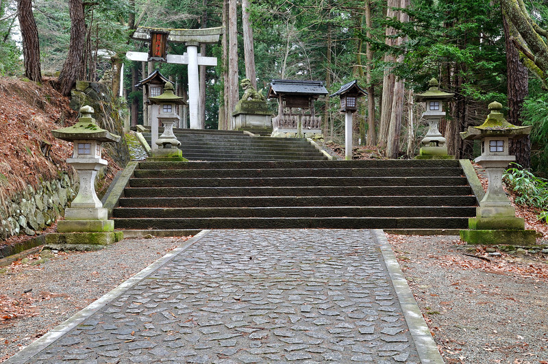 Gate to the Hie Shrine (日枝神社) in Takayama (飛騨高山).