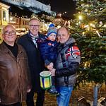 Eröffnung des Adventdorfs am Freitag, 25. November, in Melk: Organisator Gerhard Schuberth (v. l.) und Bürgermeister Thomas Widrich mit Alexander und Nikolaus Weinwurm.