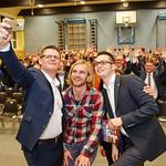 Spontanes Selfie auf der Bühne bei sport.abend.melk: Sportstadtrat Jürgen Eder (v. l.), Ex-Fußball-Profi Peter Hackmair und Gemeinderat Patrick Strobl.<br /> Fotocredit: Stadt Melk / Franz Gleiß