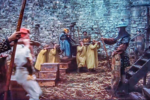"""Holztreppe zum Ausstieg aus einer Sänfte im Film """"Jabberwocky"""" (1977) von Terry Gilliam  (Foto: Christoph Rau)"""