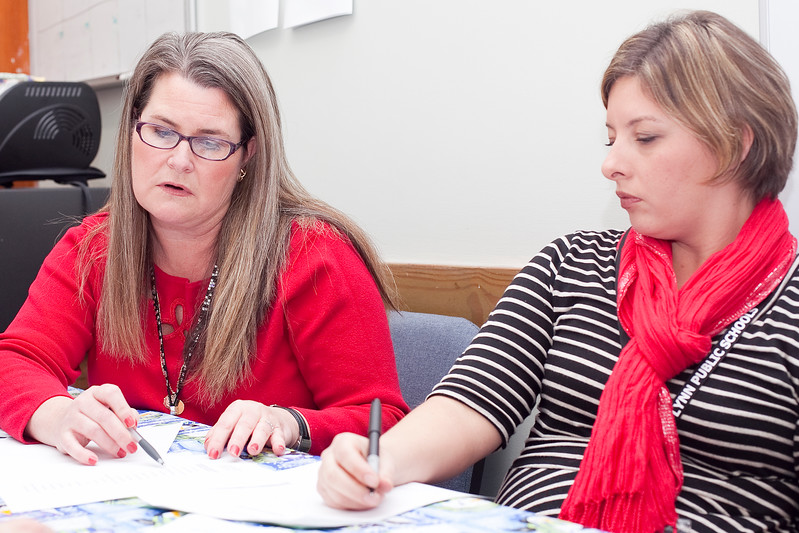 Principal Ellen Fritz and parent council member Andrea Fila talk about the parent council at Lynn Woods Elementary on Tuesday, January 15. Item Photo / Angela Owens.