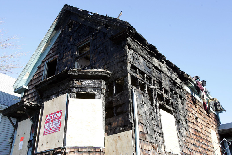 29 Oakwood Ave two days after a fire. Item Photo/ Reba M. Saldanha
