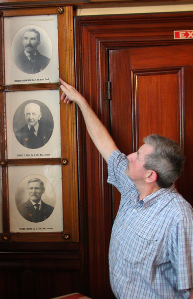 Bob Matthias pointing to the picture of Richard Cunningham