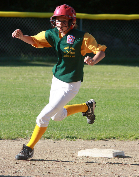 Courtney Braswell rounding second.