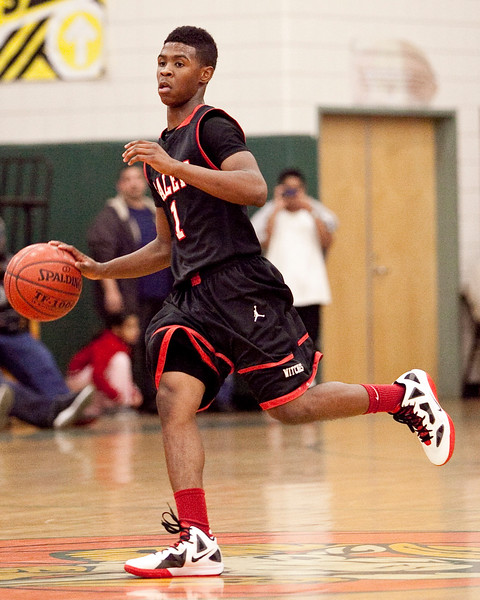 Salem's Christian Dunston (1) dribbles down the court during their game against Classical on Thursday, December 22. Item Photo / Angela Owens.
