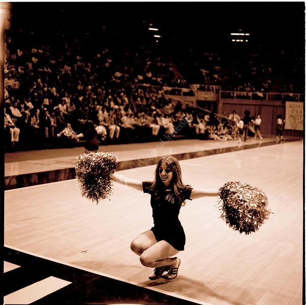 ARa2102-cheerleader 1