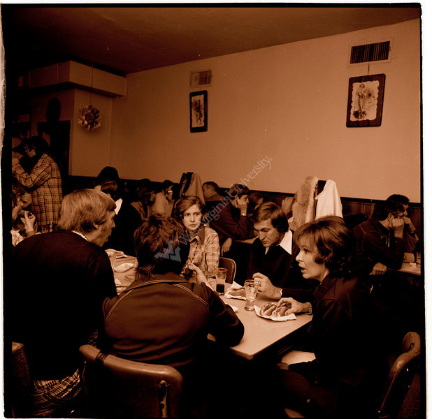 ARa2581-people at dinner 2