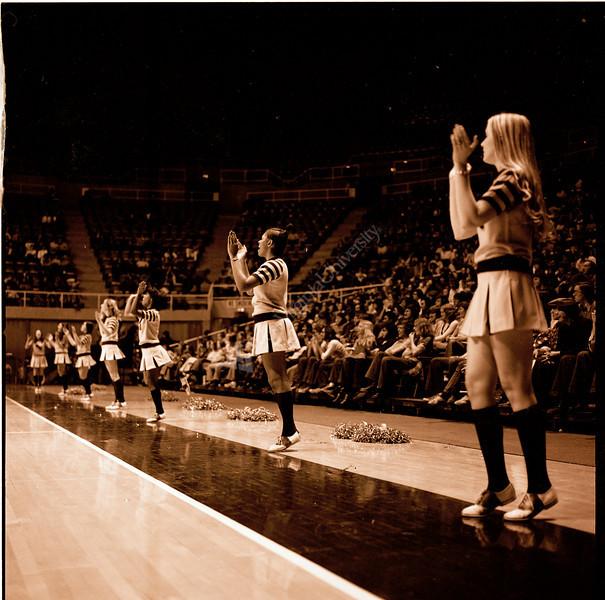 ARa2958-cheerleaders 9