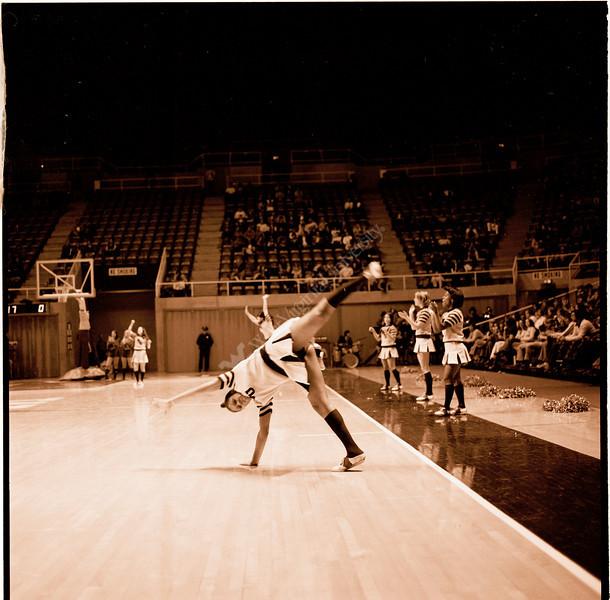 ARa2957-cheerleaders 8