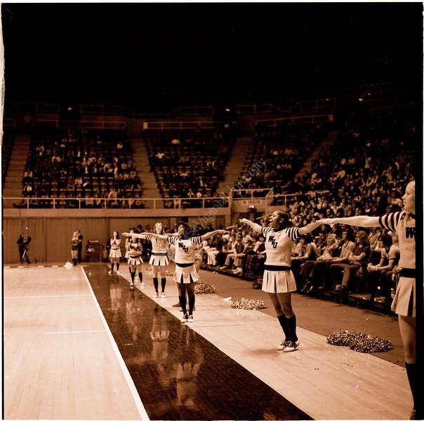 ARa2952-cheerleaders 3