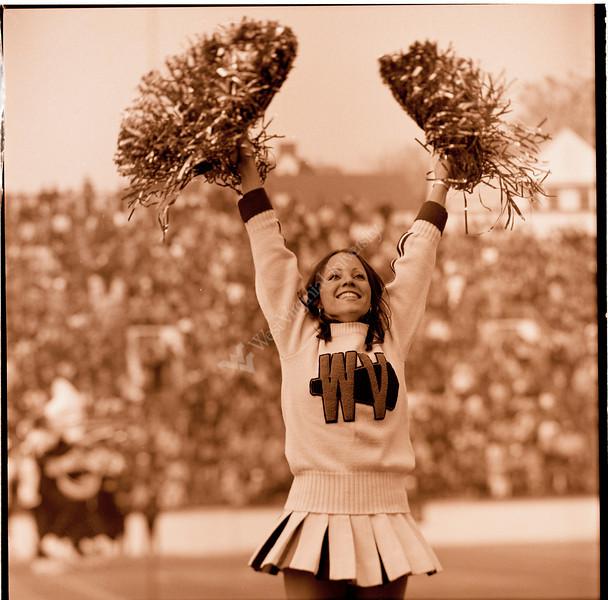 ARa3117-cheerleaders 6