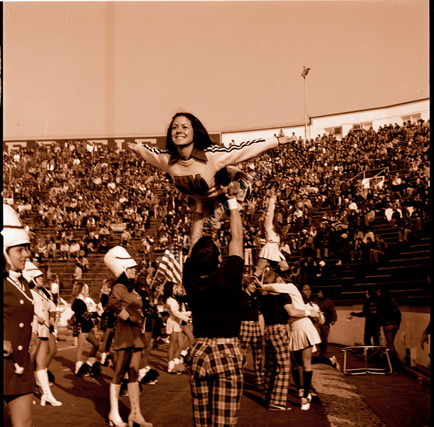ARa3129-cheerleaders 18