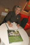 "<a href=""http://www.bunnywilliams.com/home.htm"">Bunny Williams</a> signs a copy of her book <a href=""http://www.stoutbooks.com/cgi-bin/stoutbooks.cgi/67525.html"">""An Affair With A House""</a>"