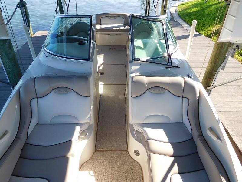 2002 Sea Ray 270 Sundeck - YachtSalesInternational com