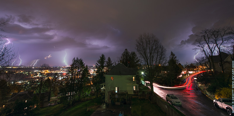Lightning_Morgantown_WV_photo_by_Gabe DeWitt_April 09, 2015_18