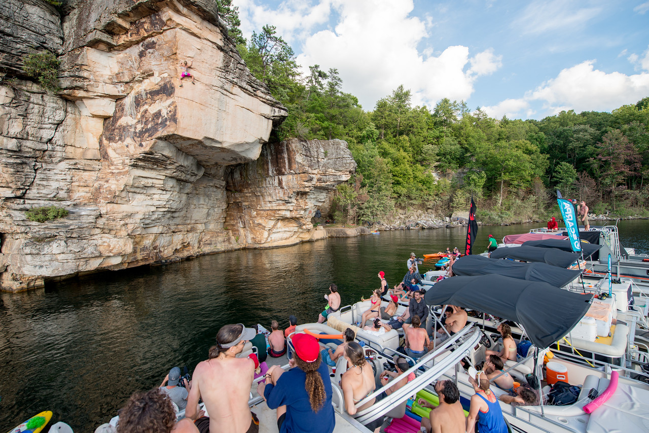 Deep; Water; Soloing; PSICOBLOC; 2016; Summersville; Lake; West; Virginia; Photo; Gabe; DeWitt; 2503; DWS; Deep Water Soloing; Deepwater soloing; Inge Perkins; PSICOROC; Places; Psicocomp; Roks; Sand Stone; Summer; WV; West Virginia; climbing; photo by Gabe DeWitt; summersville lake