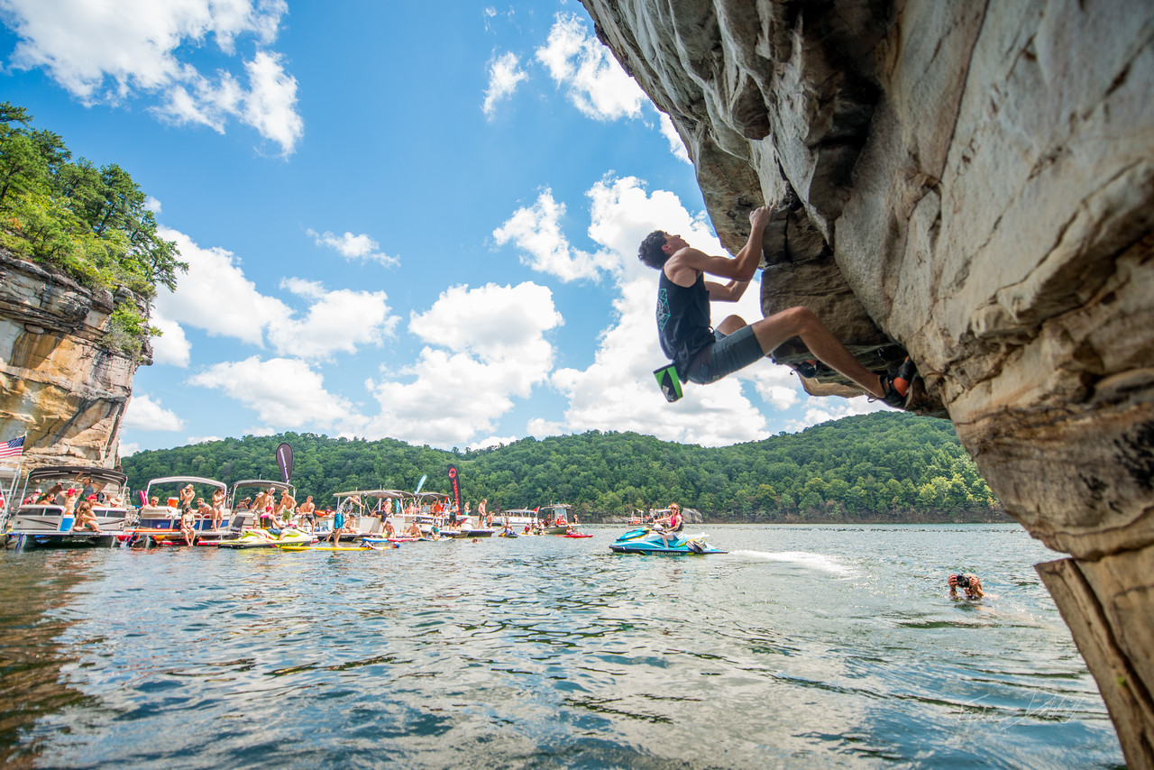 Deep; Water; Soloing; PSICOBLOC; 2016; Summersville; Lake; West; Virginia; Photo; Gabe; DeWitt; 1321; DWS; Deep Water Soloing; Deepwater soloing; PSICOROC; Places; Psicocomp; Roks; Sand Stone; Summer; WV; West Virginia; climbing; photo by Gabe DeWitt; summersville lake