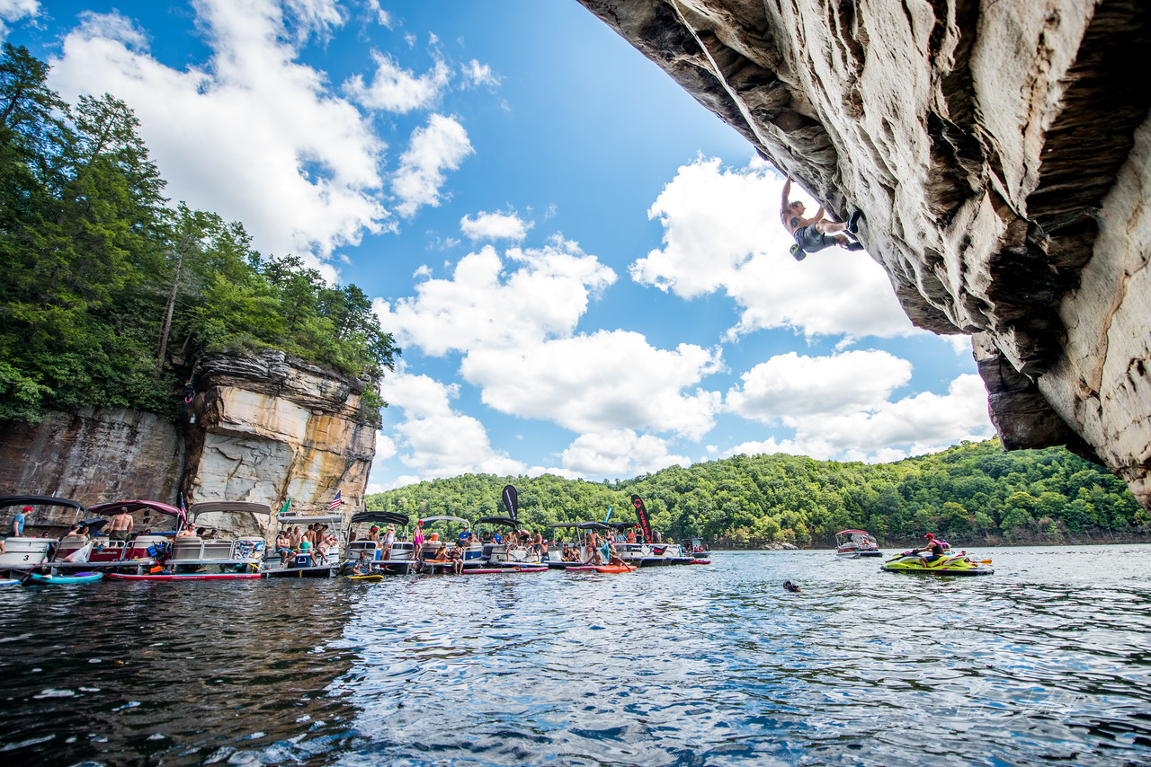 Deep; Water; Soloing; PSICOBLOC; 2016; Summersville; Lake; West; Virginia; Photo; Gabe; DeWitt; 1417; DWS; Daniel Woods; Deep Water Soloing; Deepwater soloing; PSICOROC; Places; Psicocomp; Roks; Sand Stone; Summer; WV; West Virginia; climbing; photo by Gabe DeWitt; summersville lake