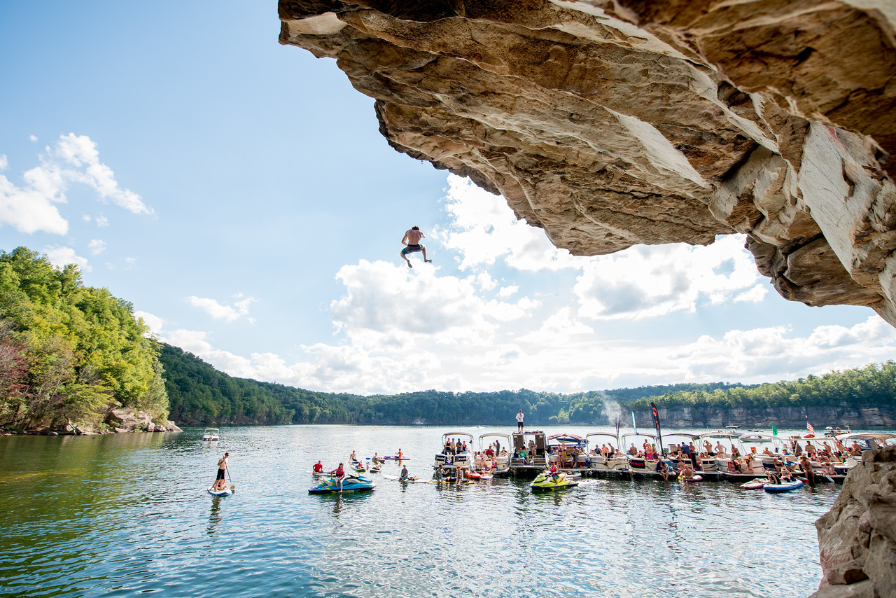 Deep; Water; Soloing; PSICOBLOC; 2016; Summersville; Lake; West; Virginia; Photo; Gabe; DeWitt; 2245; DWS; Deep Water Soloing; Deepwater soloing; Jimmy Webb; PSICOROC; Places; Psicocomp; Roks; Sand Stone; Summer; WV; West Virginia; climbing; photo by Gabe DeWitt; summersville lake