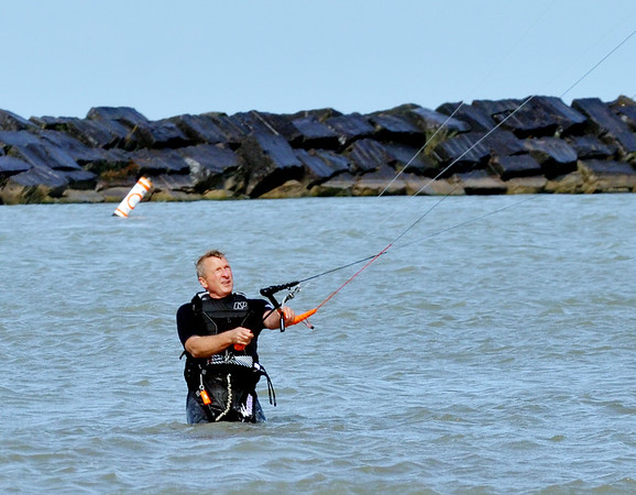 1020 kite surfer 2