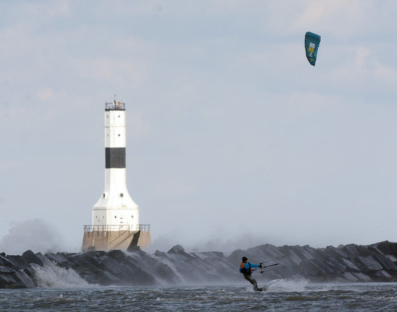 1024 kite surfer 4