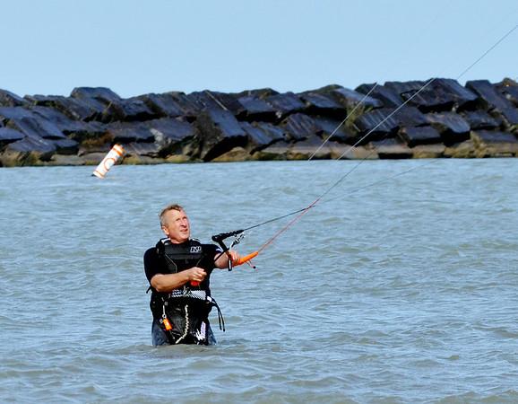 1020 kite surfer 2