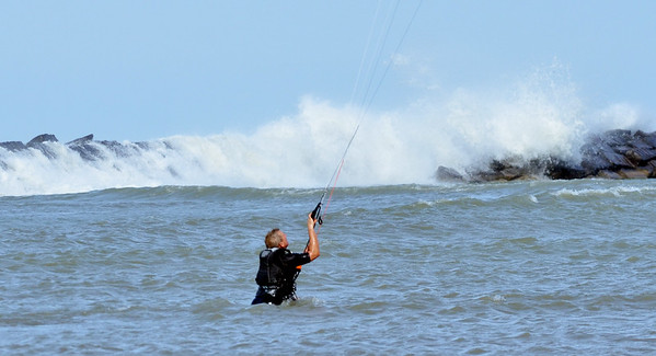 1020 kite surfer 3