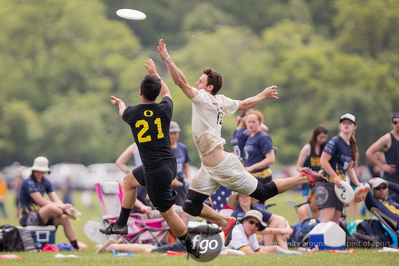 University of Wisconsin Hodag v University of Oregon Ego Men's Division pool play at day 2 of USA Ultimate D1 College National Championships in Mason, Ohio