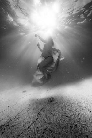 Tiffany-Maternity-Underwater-2019-26