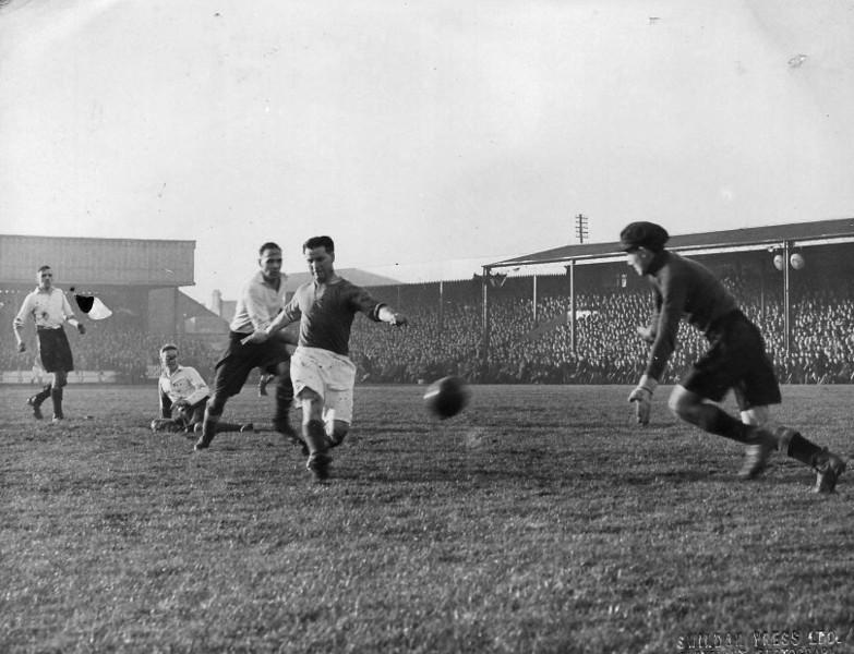 <CENTER>Swindon Town v Cambridge Town, FA Cup 1st  Round 30/11/1946</CENTER>