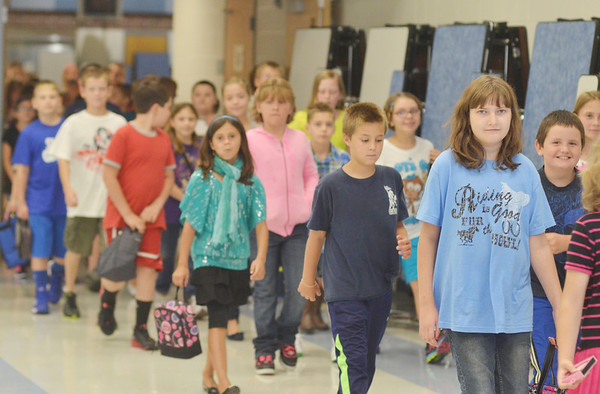 WARREN DILLAWAY / Star Beacon<br /> GRAND VALLEY Elementary School students return to class following lunch during the first day of school on Monday.