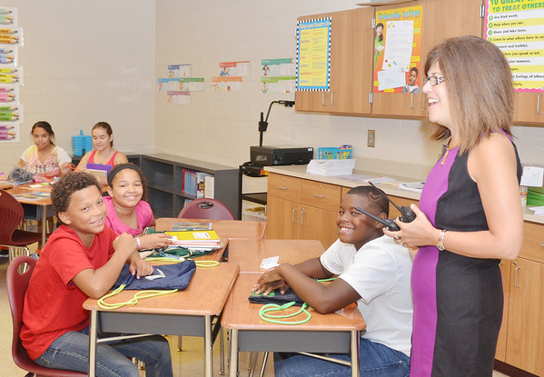 WARREN DILLAWAY / Star Beacon<br /> CHRISTINE RUTZ, principal of Superior Primary School, enjoys a laugh with students during the first day of school in the Ashtabula Area School District.