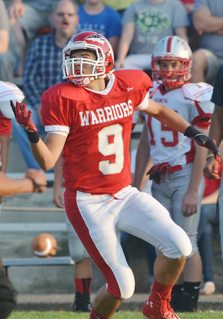 WARREN DILLAWAY / Star Beacon<br /> CONNOR MCGLAUGHLIN of Edgewood waits for the ball on a first quarter reception on Friday during home opening night action with Geneva.