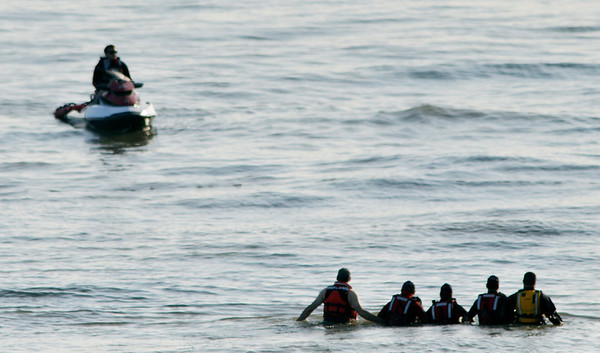 WARREN DILLAWAY / Star Beacon<br /> A HUMAN chain and a jet ski search for a 13 year old boy presumed drowned on Friday night in Lake Erie along Lake Road West in Saybrook Township.
