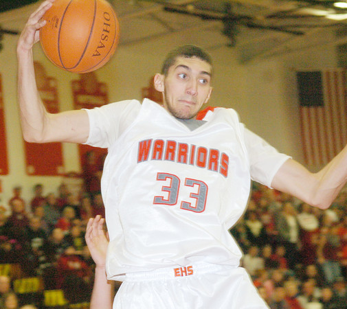 WARREN DILLAWAY / Star Beacon<br /> ELI KALIL of Edgewood pulls down a rebound on Friday during  a home game with Jefferson.