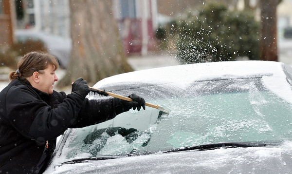 WARREN DILLAWAY / Star Beacon<br /> SUE JOHNSON scrapes ice from her windshield on East Tibbits Street in Geneva on Monday afternoon.